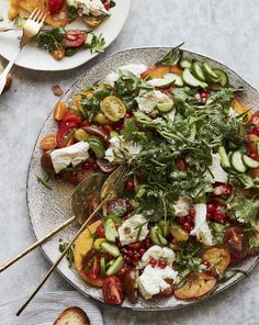 When a Caprese meets a Fattoush and you get this Herb Caprese Salad that you'll love! Easy Holiday Recipes, Healthy Recipes On A Budget, Healthy Salad Recipes, Veggie Recipes, Summer Recipes, Vegetarian Recipes, Cooking Recipes, Healthy Side Dishes, Side Dishes Easy