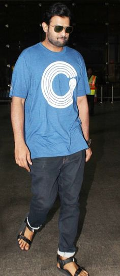 Baahubali actor Prabhas airport look. Prabhas Pics, Hd Photos, Darling Movie, Prabhas Actor, Airport Look, Births, Cute Actors, Daddy, Cinema