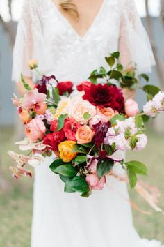 Get some major inspiration from these 25 gorgeous bridal bouquet ideas for fall: