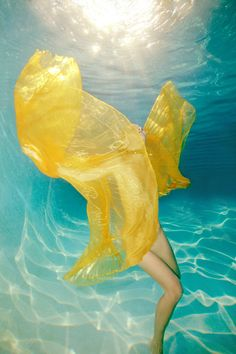 Underwater Photographer Tracy Kahn's Gallery: Tracy Kahn Fashion underwater: sunshine yellow - DivePhotoGuide.com