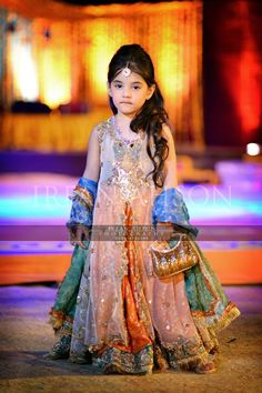 Baby Girls Wedding Frocks In Pakistan For 2019 – FashionEven Pakistani Kids Dresses, Shadi Dresses, Pakistani Dress Design, Pakistani Clothing, Indian Clothes, Wedding Dresses For Kids, Little Girl Dresses, Girls Dresses, Baby Dresses