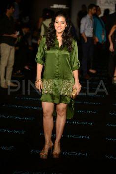 Kajol was spotted at Anushka Khanna's show at Lakme Fashion Week. The show was also attended by Manish Malhotra, Ashiesh Shah, Shabana Azmi, Gaurav a. Beautiful Bollywood Actress, Beautiful Actresses, Kajol Saree, Stylish Dp, Indian Actress Gallery, Saree Photoshoot, Thunder Thighs, Sexy Legs And Heels, Beautiful Legs
