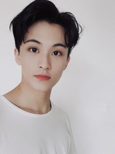 Mark long time no selfie hahaha is this better than the one in my unboxing album? Mark Lee, Winwin, Taeyong, Jaehyun, Kpop, Nct Debut, Nct 127 Mark, Ntc Dream, Celebrities