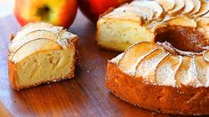 Homemade apple cake: there is nothing so simple and so delicious at the same time. This gluten free version is fluffy and delicate and the final cake is homey and beautiful at the same time. Gluten Free Apple Cake, Gluten Free Pie, Apple Cake Recipes, Gluten Free Cakes, Gluten Free Recipes, Fun Desserts, Dessert Recipes, Pear Dessert, Thermomix Desserts