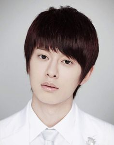 Asian men hairstyles 2017 especially Korean hairstyle cannot be separated from the bangs and colors that they use that make them tend to look expressive yet Hipster Haircuts For Men, Hipster Hairstyles, Undercut Hairstyles, Hairstyles With Bangs, Hairstyle Ideas, Korean Men Hairstyle, Korean Haircut, Korean Hairstyles, Popular Haircuts
