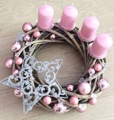 Pretty pink candles in twig branches basket decorated with ornaments and snowflakes. Rose Gold Christmas Decorations, Christmas Advent Wreath, Christmas Vases, Noel Christmas, Christmas Centerpieces, Pink Christmas, Christmas Crafts, Xmas, Advent Candles