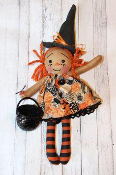 Tiny Halloween Witch Annie Ornament - Primitive Raggedy Ann Doll (HAFAIR)