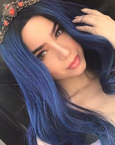 Forever obsessed with Sofia Carson of my life Disney Descendants Dolls, Evie Descendants, Sophia Carson, Mal And Evie, Disney Channel Stars, Cameron Boyce, Beautiful Celebrities, Blue Hair, Just In Case