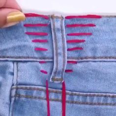 Best 11 Creative embroidery and sewing hacks for your jeans – SkillOfKing. Sewing Machine Quilting, Sewing Stitches, Sewing For Beginners Tutorials, Embroidery For Beginners, Sewing Clothes Women, Diy Clothes, Sewing Hacks, Sewing Crafts, Sewing Jeans
