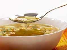 Clear out your system and loose weight: Cleansing soup recipe Low Fodmap Vegetables, Healthy Vegetables, Veggies, Dieta Club, Recipes With Vegetable Broth, Vegetable Stock, Vegetable Soups, Clear Soup, Soup Recipes