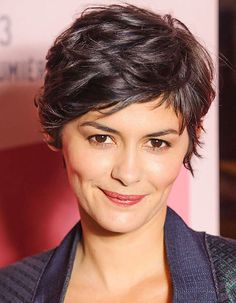 Cannes 2013 : Audrey Tautou, maîtresse de cérémonie Beautiful plus dimples, adorable! Short Wavy Pixie, Short Curly Hair, Wavy Hair, Short Hair Cuts, Curly Hair Styles, Pixie Cuts, Brown Pixie Cut, Short Textured Hair, Curly Pixie