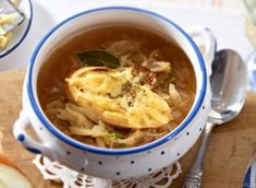 Pikantes Kürbis-Curry Rezept - REWE.de Chicken Curry, Thai Red Curry, Ramen, Chili, Soup, Ethnic Recipes, Prawn Curry, Alkaline Recipes, Curry Recipes