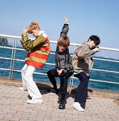 nct is soo extraaa Nct Yuta, Nct 127, Mark Lee, Winwin, Taeyong, Jaehyun, Funny Poses, Nct Life, All Meme