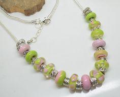 RESERVE collier 60 cm perles verre filé au chalumeau rose vert anis chaine serpentine 3 mm plaquée argent 925 : Collier par liloo-creations