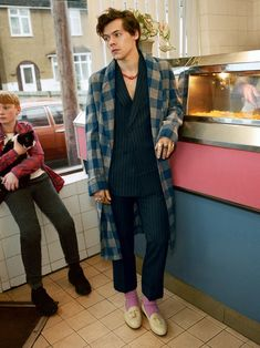 Harry styles Gucci-Kampagne Kitchen Counter Top Materials Article Body: Kitchen counter to Harry Styles Shoes, Harry Styles Fotos, Harry Styles Mode, Harry Styles Pictures, Harry Edward Styles, Harry Styles Fashion, Harry Styles Clothes, Harry Styles Style, Foto Fashion
