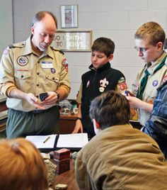 Advice on how to organize a science-, technology-, engineering-, and/or math-oriented merit badge clinic for Scouts. Boy Scouts Merit Badges, Boy Scout Troop, Cub Scouts, Girl Scouts, Stem Science, Earth Science, Cub Scout Crafts, Stem Subjects, Youth Activities