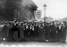 En images, les 70 ans du droit de vote des femmes - Elle