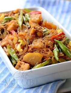 Sambal Goreng Berkicap mmm <3<3 Malaysian Chicken Curry, Malaysian Food, Malay Food, Asian Recipes, Ethnic Recipes, Indonesian Food, Iftar, Food N, Fish And Seafood
