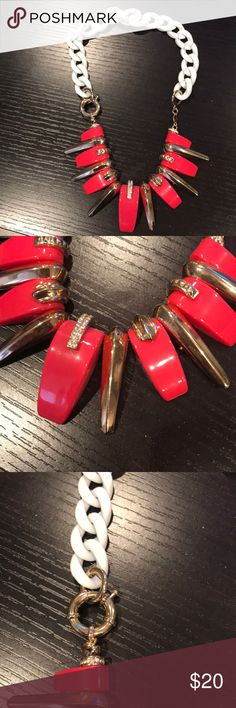 Statement necklace This BCBG necklace is such a statement piece! BCBG Jewelry Necklaces