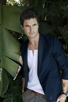Set 013 - 009 - Robbie Amell Fan Photo Gallery |