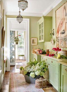 Sarah Bartholomew Infuses a 1920s Nashville Home with Color - The Glam Pad #cottagedecor