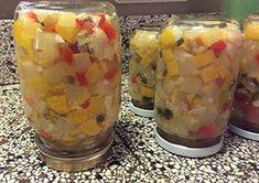 Courgette inmaken kun je heel gemakkelijk in azijn met suiker. Dit recept wordt ook wel Atjar van courgette genoemd en is heerlijk als salade bij Oosterse gerechten.Dit recept is ook gemaakt door Carmen Zuidervaart van Carmen's Kitchenmet gele ipv groene courgette. Zij heeft de ui vervangen door