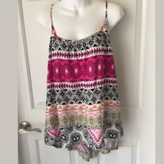 Old navy top Old navy Aztec print sleeveless top. Size XL. Worn once. Old Navy Tops Tank Tops