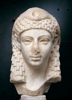 From October to February Chiostro del Bramante will host an exhibition focused on Cleopatra, the last ruler of Ancient Egypt. Ancient Rome, Ancient History, Battle Of Actium, Berlin Museum, Hellenistic Period, Isis Goddess, Historical Women, Sculpture, Roman Empire