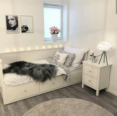 Cozy Home Decorating Ideas For Girls Bedrooms Bedroom Decor For Teen Girls, Cute Bedroom Ideas, Girl Bedroom Designs, Room Ideas Bedroom, Small Room Bedroom, Home Decor Bedroom, Bedroom Inspo, Small Rooms, Bedroom Inspiration