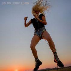 Lady Gaga divulga prévia de seu álbum 'Perfect Illusion'