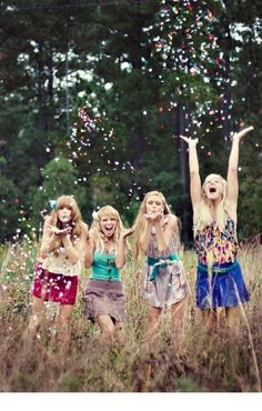 Bridesmaid pic idea....throw some glitter, make it rain? @danaseeger