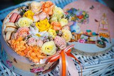 Букет в шляпной коробке, цветы в коробке, доставка цветов, оформления праздников цветами, свадебная флористика, флористика, подарки из памперсов