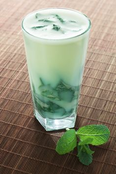 Almased with Mint: 8 Tbsp Almased, 5 oz low fat milk, 5 oz cold mint tea, 1 tsp stevia (optional); Smoothies Healthy Weightloss, Weight Loss Smoothies, Easy Smoothie Recipes, Shake Recipes, Diet Recipes, Almased Recipes, Healthy Cat Treats, Healthy Food, Grapefruit Diet