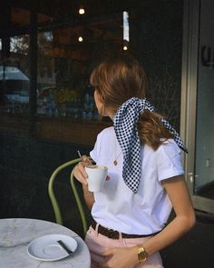 Clever Ways To Add Bandana Scarf To Your Everyday Outfit 29 Mode Outfits, Fashion Outfits, Womens Fashion, Fashion Tips, Looks Style, My Style, Christy Turlington, How To Make Tshirts, Parisian Chic
