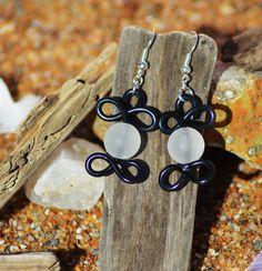 boucles d oreilles en fil alu et perle noir et blanc