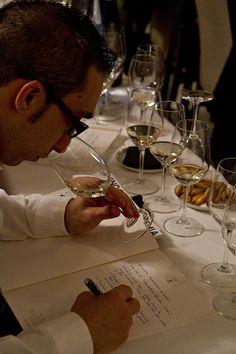 No es incompatible disfrutar y aprender con una copa de #vino en la mano