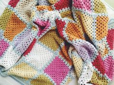 granny square blanket with join-as-you-go squares and self-invented edging -- by zakka art