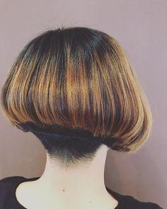 Inverted Bob Haircuts, Stacked Bob Hairstyles, Bun Hairstyles, Shaved Bob, Shaved Nape, One Length Bobs, Short Hair Cuts, Short Hair Styles, Angled Bobs