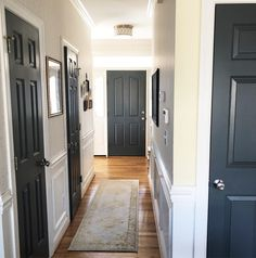 Painted interior doors, just like painted front doors, is a look that's tough to resist. Here's why the painted interior doors trend is taking over, giving accent walls a run for their money. Interior Door Colors, Painted Interior Doors, Black Interior Doors, Painted Front Doors, Black Doors, White Doors, Home Interior Design, Paint Doors Black, Painted Bedroom Doors