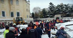 Çöken tentenin altında kalan 1 kişi öldü Bakırköy Belediye Başkanı Bülent Kerimoğlu, Ataköy 5. Kısım Camii'nde cenaze namazı sırasında kar ağırlığını taşıyamayan tentenin çökmesi sonucu 1 kişinin hayatını kaybettiğini açıkladı. http://feedproxy.google.com/~r/dosyahaber/~3/vZEIac-tHzk/coken-tentenin-altinda-kalan-1-kisi-oldu-h11193.html