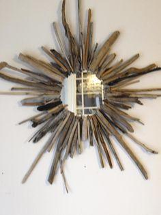 DIY home crafts DIY Driftwood Starburst Mirror DIY home crafts Driftwood Mirror, Driftwood Crafts, Diy Mirror, Driftwood Ideas, Mirror Ideas, Diy Home Crafts, Diy Home Decor, Beach Crafts, Starburst Mirror
