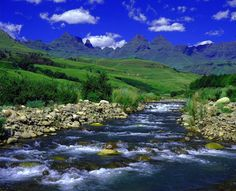 The Drakensberg Mountains, KwaZulu Natal, South Africa Places To Travel, Places To Visit, Namibia, Foto Blog, Kwazulu Natal, Africa Travel, South Africa, Beautiful Places, Wonderful Places