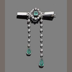 An emerald and diamond brooch Estimate: £1,000 - 1,500 €1,300 - 1,900 US$ 1,600 - 2,400