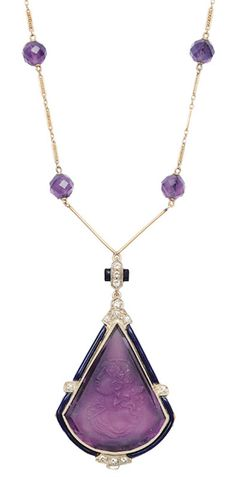 An Art-déco amethyst necklace with cameo portrait C. 1930. 14 ct. white gold. In front satinised plate with antique relief portrati of a young lady. Amethyst c. 50 ct. (34 x 27 mm), framed by 12 old cut diam. in total c. 0,40 ct. I.vvsi-vsi and blue enamel (very small chips). The necklace with 12 faceted cut amethyst balls.