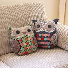 The secret to well decorated living room is to pay attention on the little decorative elements and details. When it comes to decorating the living room, it is Owl Cushion, Decoration, Living Room Decor, Things To Come, Cushions, Throw Pillows, Owls, Sewing, Koti