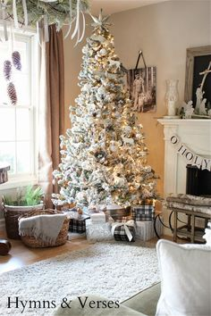 White Flocked Christmas Tree :: 2013 Christmas Home Tour | Hymns and Verses