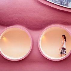 Le mille bolle di casa Pierre Cardin, a sfilare è Dior.  http://mode.newsgo.it/cruise-collection-dior-a-cannes-la-sfilata-al-bubble-palace-di-cardin/