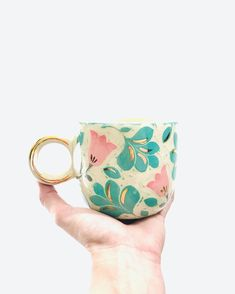 Discover recipes, home ideas, style inspiration and other ideas to try. Ceramic Decor, Ceramic Clay, Ceramic Painting, Porcelain Ceramics, Ceramic Pottery, Pottery Painting Designs, Pottery Designs, Mug Designs, Cool Gingerbread Houses