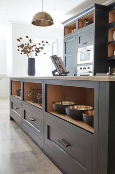 Dark Grey Shaker Style Kitchen The use of open shelving on the walls and inside the island gives numerous storage options as well as a place to display prized pieces. Shaker Style Kitchens, Grey Kitchens, Cool Kitchens, Shaker Style Cabinets, Grey Kitchen Designs, Interior Design Kitchen, Gold Interior, New Kitchen, Kitchen Decor