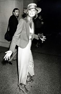 251a94eaf63804 These Rare Photos of the Iconic Lauren Hutton Are Everything. Linda ...
